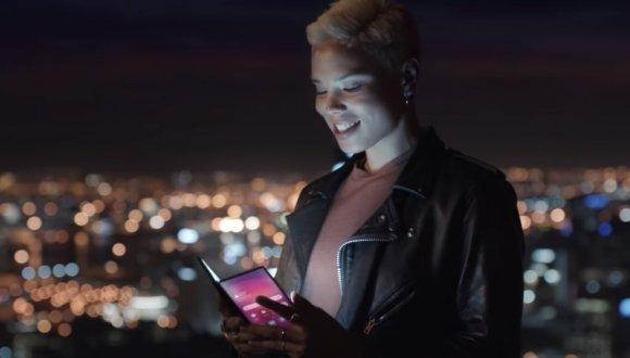 Samsung katlanabilir telefon için tarih verildi!